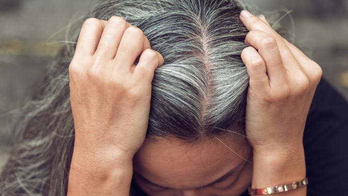 دلایل زود سفید شدن مو در بانوان